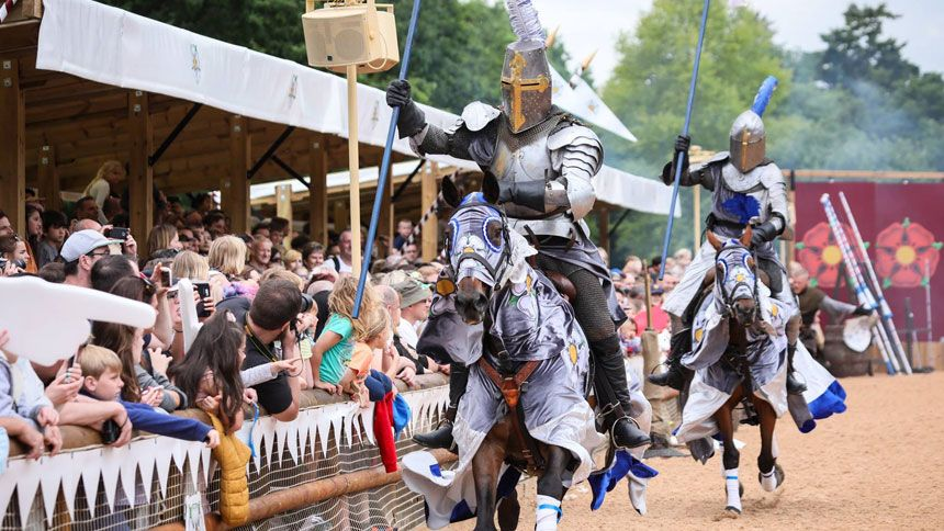 Warwick Castle - Huge savings for Teachers