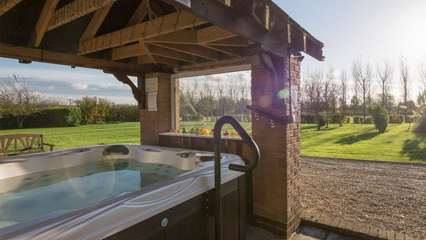 Hot Tub Cottage Breaks from £315. Plus 7% Teachers discount